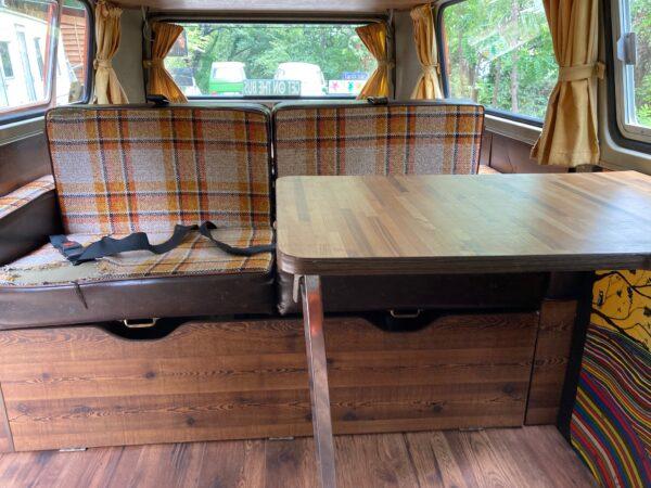 table vintage van aménagé