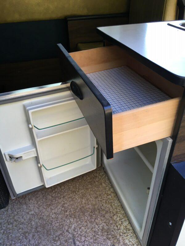 meuble évier et frigo combi vw aménagé